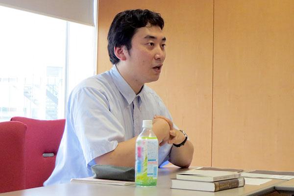 講義をする中澤先生