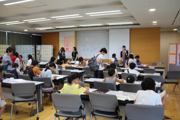大勢の人が参加している教室