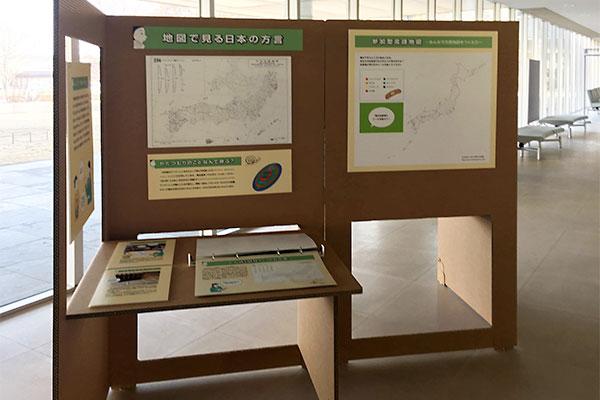 国語研に設置されたモバイルミュージアム。パネルは白紙