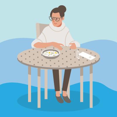 うどんを食べようとしている女性